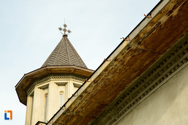 turn-si-streasina-de-la-biserica-adormirea-maicii-domnului-din-draganesti-olt-judetul-olt.jpg