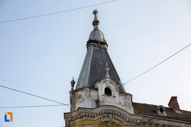 turn-vazut-de-aproape-palatul-elian-din-cluj-napoca-judetul-cluj.jpg