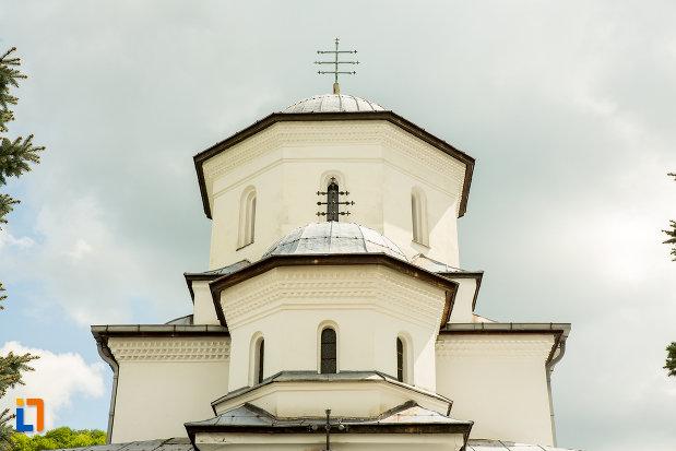 turnul-bisericii-de-la-manastirea-tismana-judetul-gorj.jpg