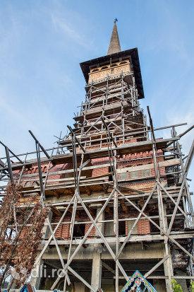 turnul-bisericii-din-cimitirul-vesel-din-sapanta-judetul-maramures.jpg
