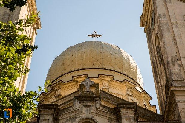 turnul-central-de-la-biserica-sf-apistoli-petru-si-pavel-sf-cuvioasa-paraschiva-din-braila-judetul-braila.jpg