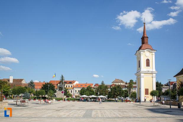 turnul-clopotnita-al-fostei-manastiri-franciscane-1820-din-targu-mures-judetul-mures-aflat-in-piata-centrala.jpg