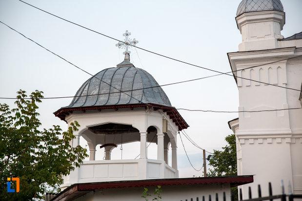 turnul-clopotnita-de-la-biserica-adormirea-maicii-domnului-din-alexandria.jpg