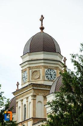 turnul-cu-ceas-de-la-catedrala-sf-treime-din-corabia-judetul-olt.jpg