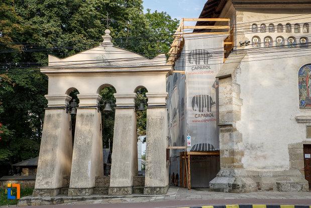 turnul-cu-clopote-de-la-biserica-invierea-domnului-vascresenia-1551-din-suceava-judetul-suceava.jpg