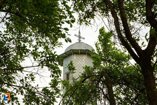 turnul-cu-cruce-de-la-biserica-sf-arhangheli-mihail-si-gavril-din-draganesti-olt-judetul-olt.jpg