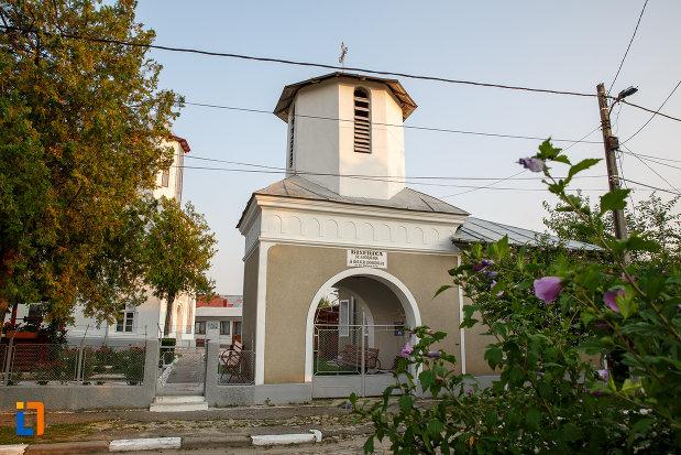 turnul-de-intrare-la-biserica-sf-adormire-a-maicii-domnului-din-rosiorii-de-vede.jpg