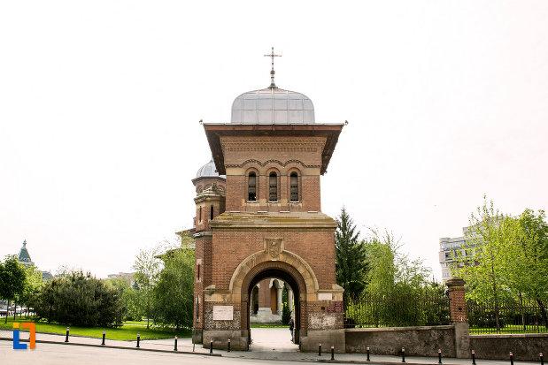 turnul-de-la-ansamblul-bisericii-sf-treime-din-craiova-judetul-dolj.jpg