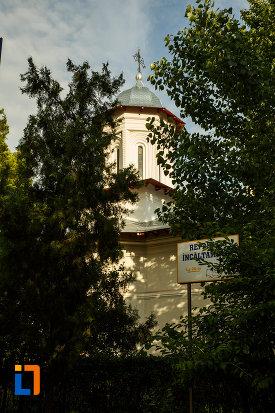 turnul-de-la-biserica-adormire-maicii-domnului-din-focsani-judetul-vrancea.jpg