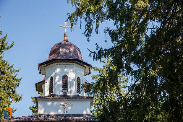 turnul-de-la-biserica-adormirea-maicii-domnului-de-la-han-1828-din-campina-judetul-prahova.jpg