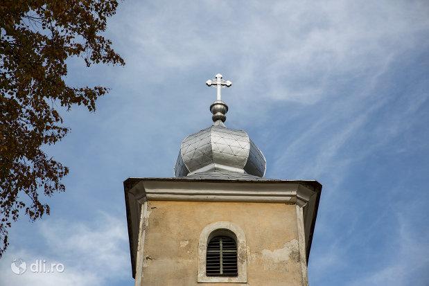 turnul-de-la-biserica-catolica-sfanta-maria-din-cavnic-judetul-maramures.jpg