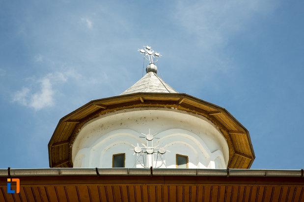 turnul-de-la-biserica-cuvioasa-paraschiva-din-scornicesti-judetul-olt.jpg