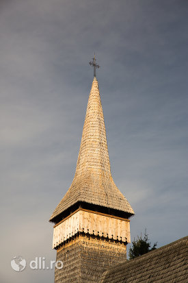 turnul-de-la-biserica-de-lemn-din-hoteni-judetul-maramures.jpg
