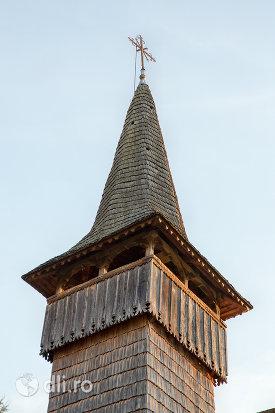 turnul-de-la-biserica-de-lemn-sf-arhangheli-din-manastirea-judetul-maramures.jpg