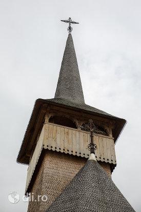 turnul-de-la-biserica-de-lemn-sfintii-romani-din-dragomiresti-judetul-maramures.jpg
