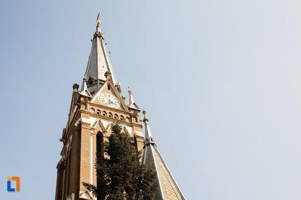 turnul-de-la-biserica-evanghelica-din-1906-din-arad-judetul-arad.jpg