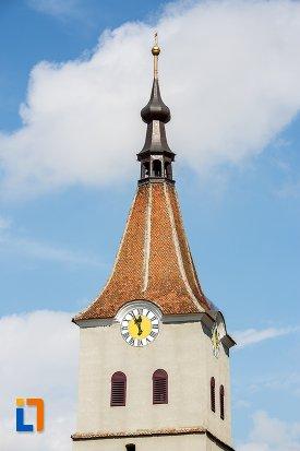 turnul-de-la-biserica-evanghelica-sf-matia-din-rasnov-judetul-brasov.jpg