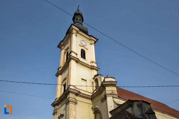 turnul-de-la-biserica-franciscana-din-cluj-napoca-judetul-cluj.jpg