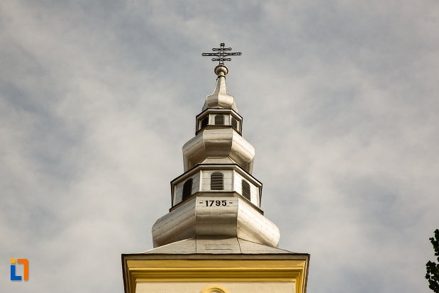 turnul-de-la-biserica-maieri-buna-vestire-din-alba-iulia-judetul-alba.jpg
