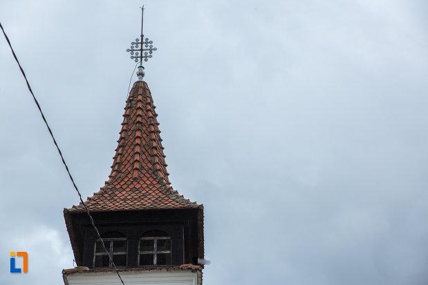 turnul-de-la-biserica-nasterea-maicii-domnului-din-zarnesti-judetul-brasov.jpg