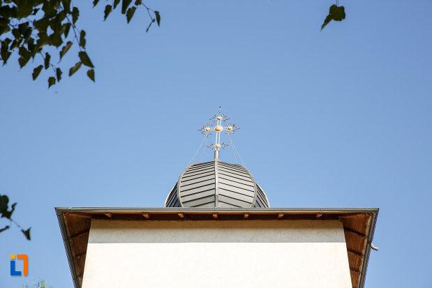 turnul-de-la-biserica-ortodoxa-din-salcea-judetul-suceava.jpg