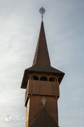 turnul-de-la-biserica-ortodoxa-din-seini-judetul-maramures.jpg