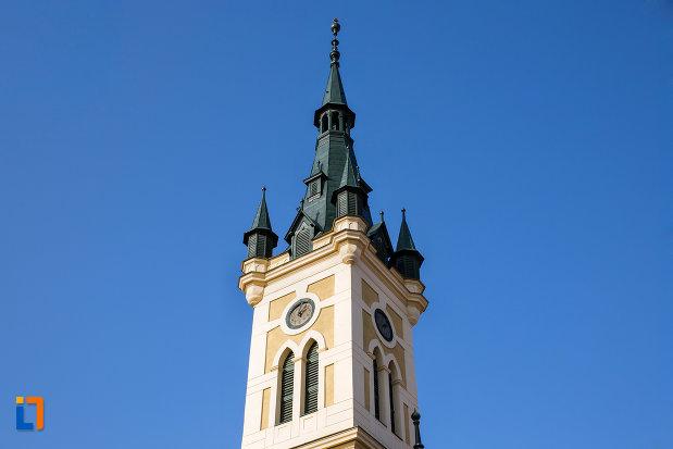 turnul-de-la-biserica-reformata-calvina-din-cluj-napoca-judetul-cluj.jpg