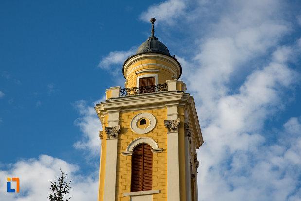 turnul-de-la-biserica-reformata-cu-doua-turnuri-din-cluj-napoca-judetul-cluj.jpg