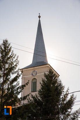 turnul-de-la-biserica-reformata-din-alba-iulia-judetul-alba.jpg