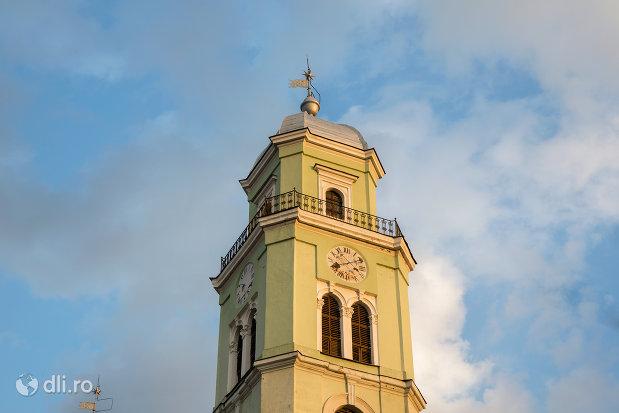 turnul-de-la-biserica-reformata-din-oradea-judetul-bihor.jpg