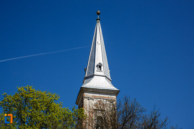 turnul-de-la-biserica-reformata-din-orastie-judetul-hunedoara.jpg