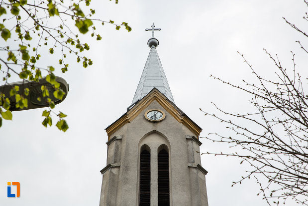 turnul-de-la-biserica-romano-catolica-din-anina-judetul-caras-severin.jpg