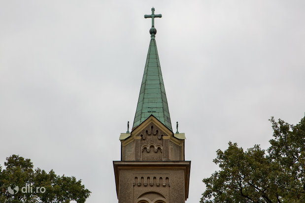 turnul-de-la-biserica-romano-catolica-sf-anton-din-oradea-judetul-bihor.jpg