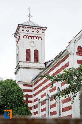 turnul-de-la-biserica-romano-catolica-sf-francisc-de-assisi-din-targoviste-judetul-dambovita.jpg