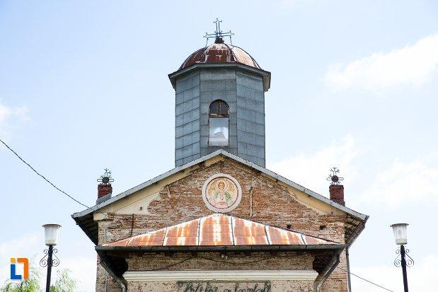 turnul-de-la-biserica-sf-dumitru-buzinca-din-targoviste-judetul-dambovita.jpg