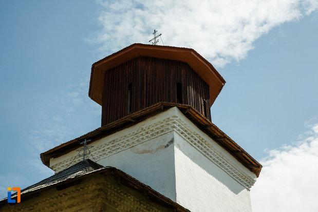turnul-de-la-biserica-sf-ioan-botezatorul-1793-din-ocnele-mari-judetul-valcea.jpg