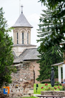 turnul-de-la-biserica-sf-vineri-din-targoviste-judetul-dambovita.jpg