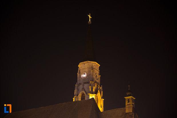 turnul-de-la-biserica-sfantul-mihail-din-cluj-napoca-judetul-cluj-vazut-noaptea.jpg