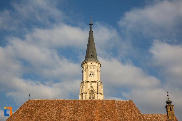 turnul-de-la-biserica-sfantul-mihail-din-cluj-napoca-judetul-cluj.jpg