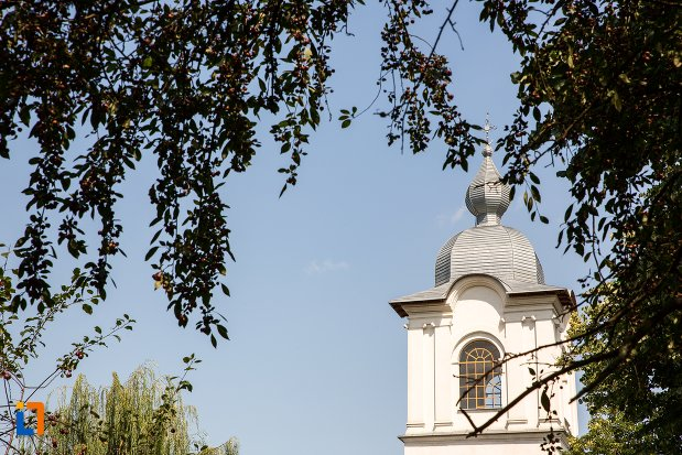 turnul-de-la-biserica-sfantul-si-marele-mucenic-dimitrie-din-botosani-judetul-botosani.jpg