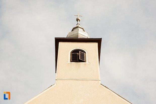 turnul-de-la-biserica-si-manastirea-franciscana-din-alba-iulia-judetul-alba.jpg