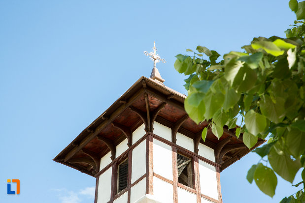 turnul-de-la-biserica-toti-sfintii-din-caracal-judetul-olt.jpg