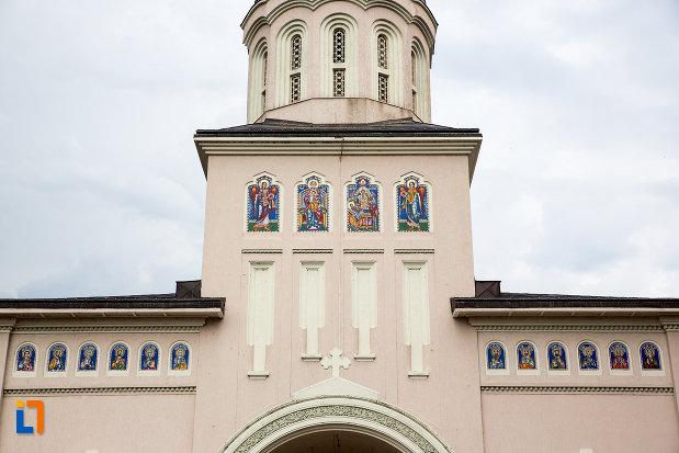 turnul-de-la-catedrala-episcopala-adormirea-maicii-domnului-din-giurgiu-judetul-giurgiu.jpg