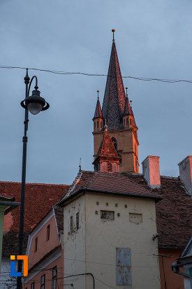 turnul-de-la-catedrala-evanghelica-sf-maria-din-sibiu-judetul-sibiu-din-departare.jpg