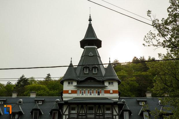turnul-de-la-pavilionul-central-din-calimanesti-judetul-valcea.jpg