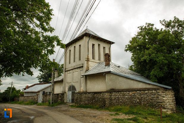 turnul-de-poarta-de-la-biserica-nasterea-maicii-domnului-din-odobesti-judetul-vrancea.jpg