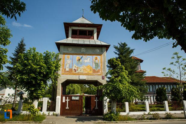 turnul-de-poarta-de-la-biserica-sf-ilie-biserica-noua-din-dragasani-judetul-valcea.jpg