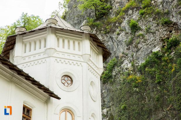 turnul-din-dreapta-manastirii-tismana-judetul-gorj.jpg