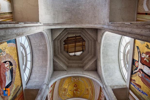 turnul-din-interior-biserica-orthodox-schimbarea-la-fata-din-cluj-napoca-judetul-cluj.jpg