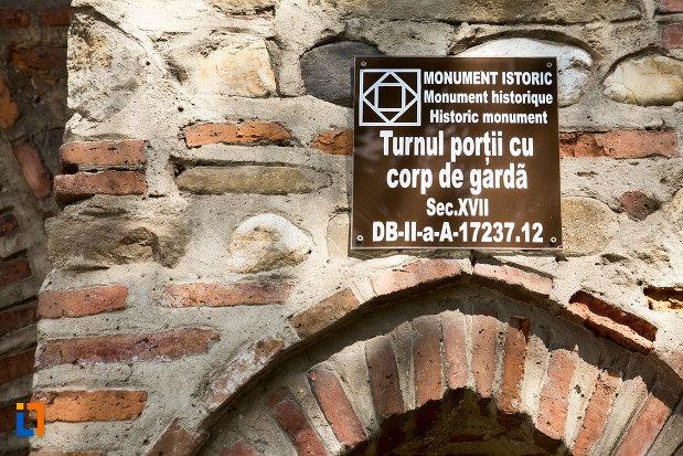 turnul-portii-cu-corp-de-garda-din-targoviste-judetul-dambovita-monument-istoric.jpg